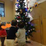 にじいろ保育園鵜の木にクリスマスツリーがやってきた!
